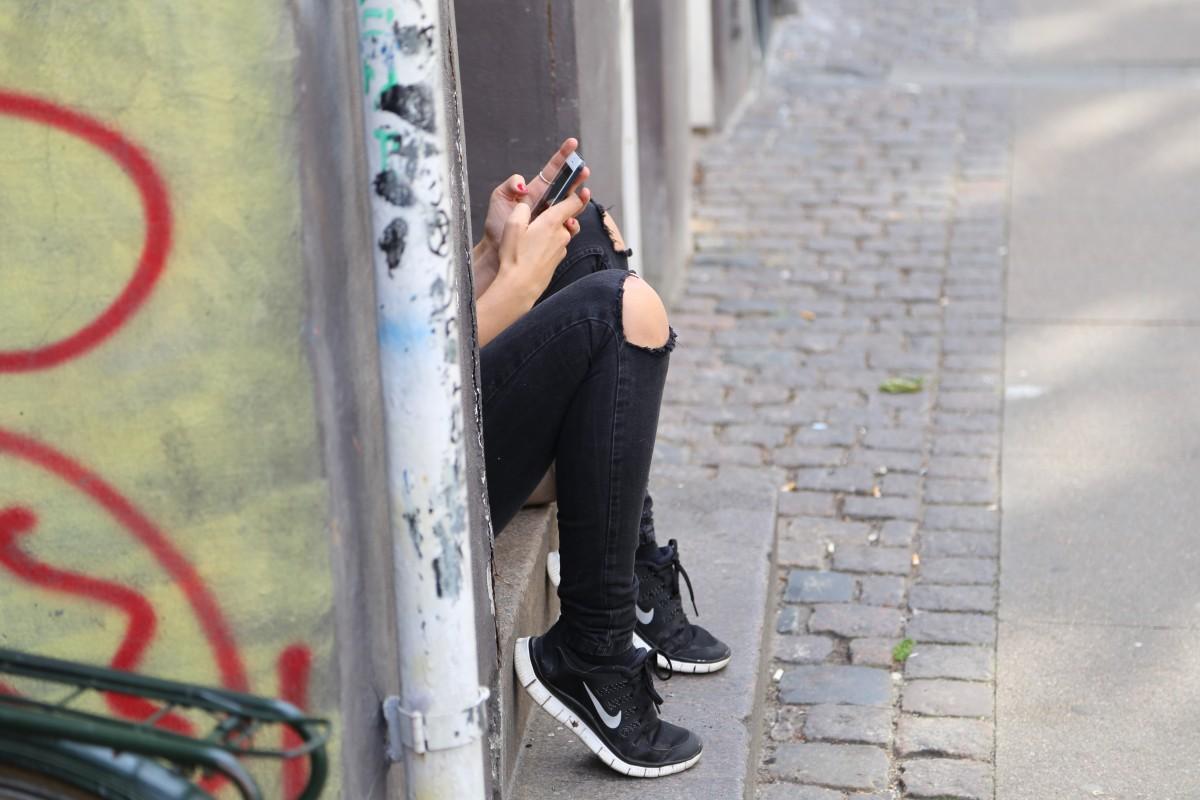 Vahvat kaverisuhteet voivat suojata nuoria rahapeliongelmilta ja addiktioilta