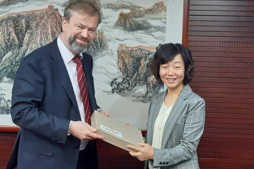 Vice President, Research, Dr. Juha Teperi hosted by LI Qing, Deputy General Secretary, when visiting China Scholarship Council on 15 October.